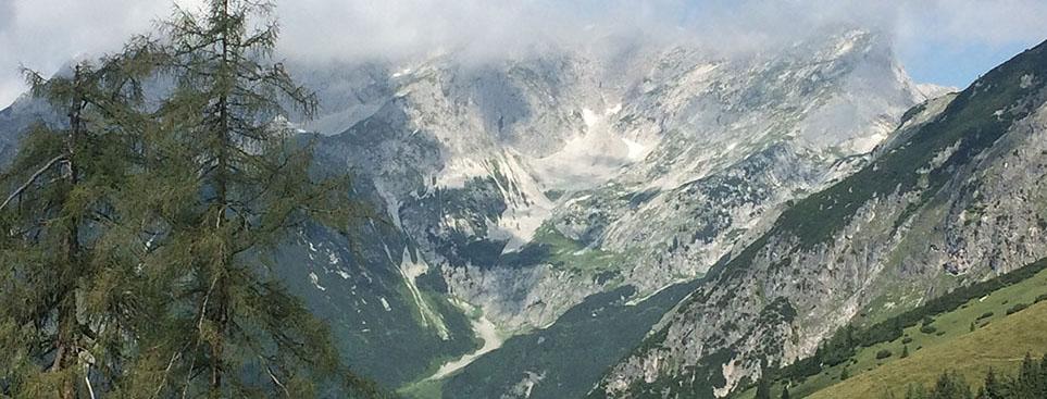 Blick auf den Süd-Abhang des Tennengebirges im Land Salzburg.