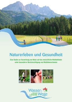 Titelbild der Broschüre mit kleinen Bildern und einer Berglandschaft, vor der drei Personen laufen.