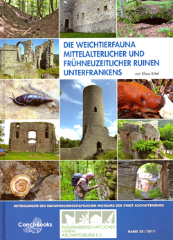 : Fotokollage aus Bildern von Ruinen, Schnecken und Käfern auf blauem Hintergrund.